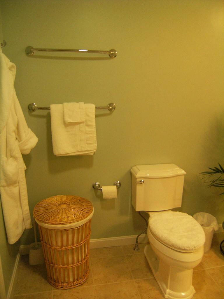 Lomascolo Bathroom